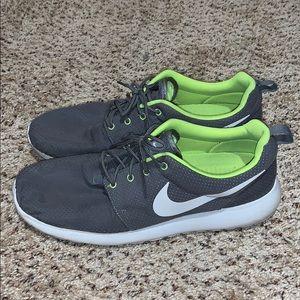 Men's Nike Roshe Runs size 12.5